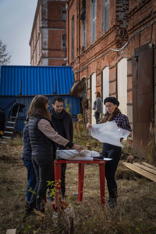 В юже расписали законсервированные ставни фабрики балиных